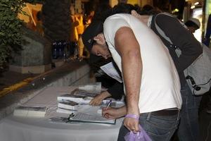 אנשים טובים חותמים על העצומה להפסקת הרדיפה וקצירת האיברים ממתרגלי פאלון גונג בסין