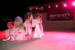 המתרגלות מבצעות את ריקודי פאלון דאפא