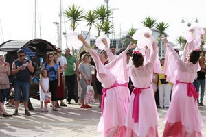 מתרגלות רוקדות ביום פאלון דאפא הבינלאומי
